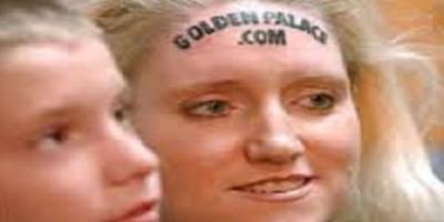 Casino tatoué sur le front
