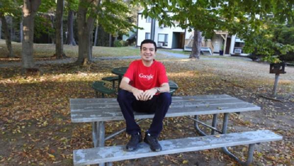 Sanmay Ved acheté le nom de domaine Google.com pour une minute, mais il a fait don de sa récompense pour à une association caritative.