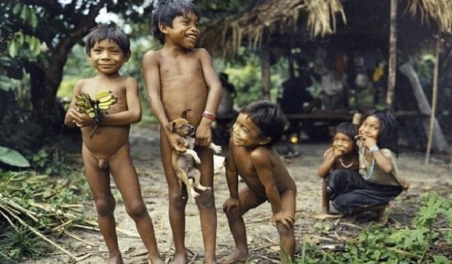 Enfant tribu amazonienne