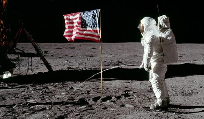 Aldrin Buzz fait pipi sur la Lune