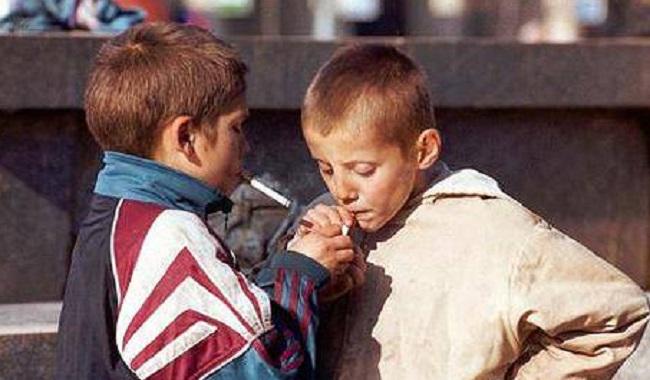 Des enfants qui fument