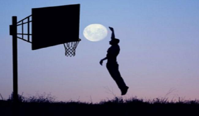 La lune s'éloigne de la Terre