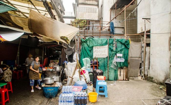 Marchands de poissons du centre commercial Thailande