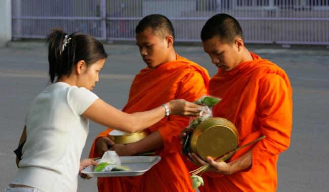 2 moines Bouddha