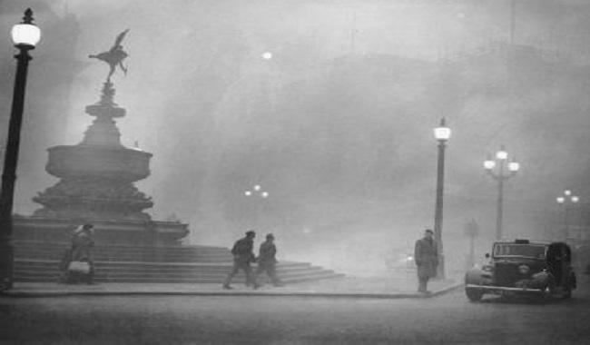 Grand Smog» (brume brunâtre épaisse, provenant d'un mélange de polluants) de Londres en 1952