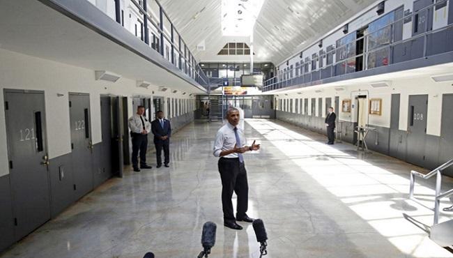 Barrack Obama visite la prison