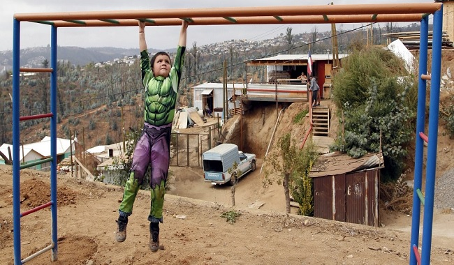 Enfant qui s'amuse au Chili