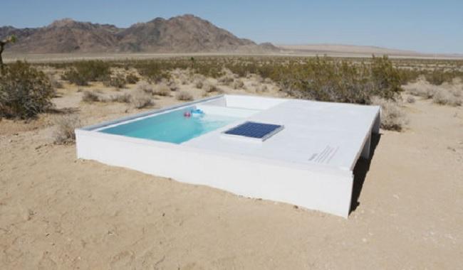 Piscine secrète dans le désert
